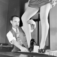 Painter of Womenlegs (Nina Leen)